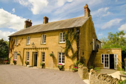 The Queens Arms near Patson Hill's Visit England four star gold holiday cottages